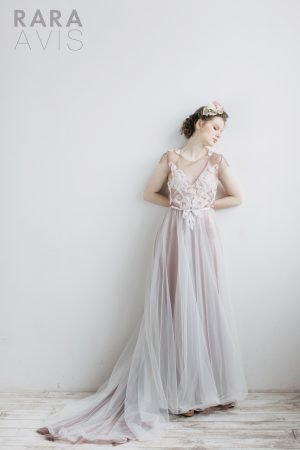 Wedding gown Rara Avis Odri wedding bloom