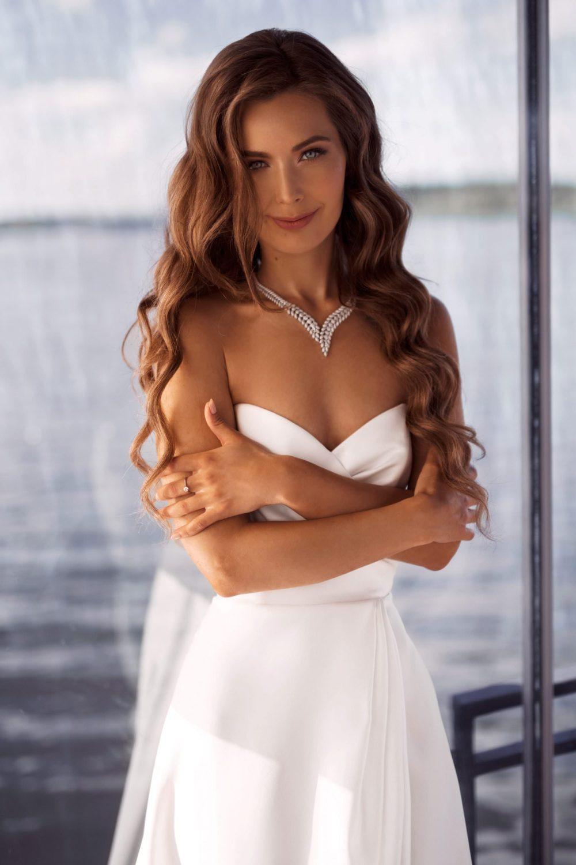 Wedding gown Ave Blantie
