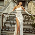 Fitted wedding dress Jina by Rara Avis with a slit