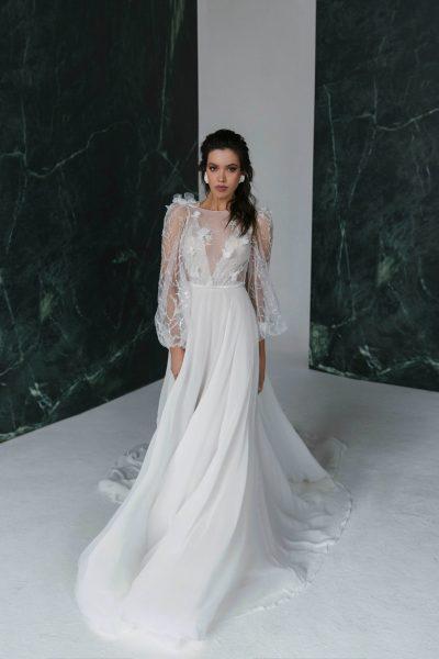 Long sleeve wedding dress Sveja by Rara Avis with an open back