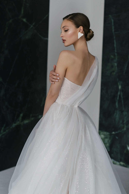 One-soulder A-line wedding dress Winter by Rara Avis